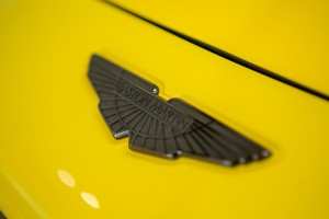 Aston Martin_Badge_Black Chrome
