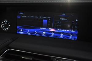 Lexus_10.3 Inch High Definition Display