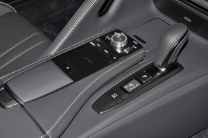Lexus_Remote Touch Interface_Gear Lever