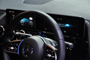 Mercedes-Benz_Cockpit_Display Panel