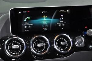 Mercedes-Benz_Infotainment_Display Panel_Air Vents