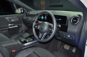 Mercedes-Benz GLA 200 Progressive Line_Cockpit_Dashboard_Steering