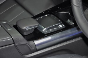Mercedes-Benz GLA 200 Progressive Line_Controller