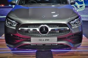 Mercedes-Benz GLA 250 AMG Line_Front Grille_Headlights