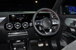 Mercedes-Benz GLA 250 AMG Line_Display Panel_Steering