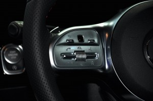 Mercedes-Benz GLA 250 AMG Line_Steering Buttons