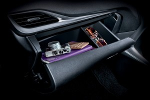 Toyota Yaris_Front Glove Compartment