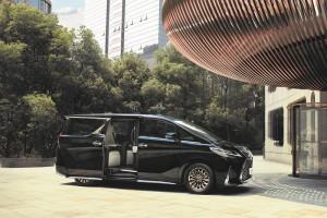 Lexus LM350_Sliding Door