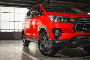 Toyota Innova_Wheel_Headlamp