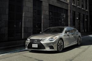 Lexus LS_Headlights_Grille