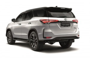Toyota_Fortuner_Rear View