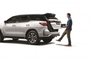 Toyota Fortuner_Kick Sensor