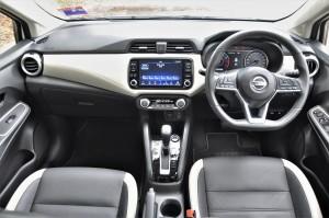 Nissan Almera Turbo VLT_Dashboard_Touchscreen_Steering_Gear
