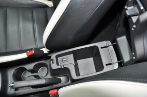 Nissan Almera Turbo_Front Armrest_Storage_USB Port_Cup Holders
