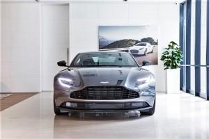 Aston Martin DB11_Magnetic Silver