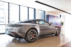 Aston Martin DB11 V8_Coupe_Magnetic Silver_Rear