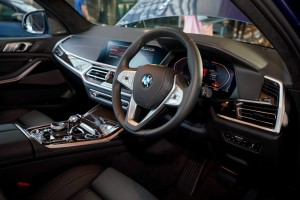 BMW X7 xDrive40i Pure Excellence_Steering_Cockpit