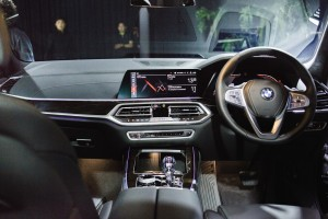 BMW X7 xDrive40i Pure Excellence_Steering_Dashboard_Infotainment_Climate Control