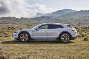 Porsche Taycan Cross Turismo_Side
