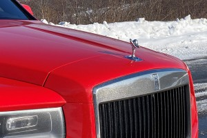 Rolls-Royce Cullinan_BRIGHT RED_Grille_Spirit Of Ecstasy