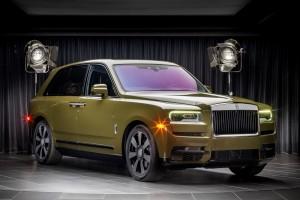 Rolls-Royce_Cullinan_Dark Olive_front angle