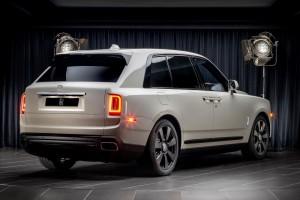 Rolls-Royce_Cullinan Selby Grey_rear angle