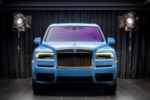 Rolls-Royce_Cullinan Paradiso Blue_castle_front