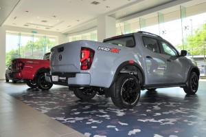 Nissan Navara PRO-4X_Rear_Stealth Grey_Burning Red