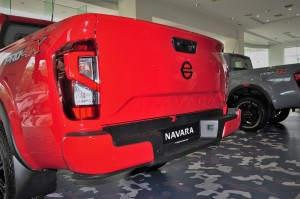 Nissan Navara PRO-4X_Rear Bumper With Integrated Step