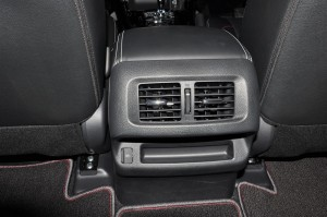Nissan Navara PRO-4X_Rear Air Vents_USB Port