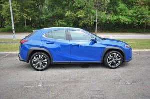 Lexus UX_Side