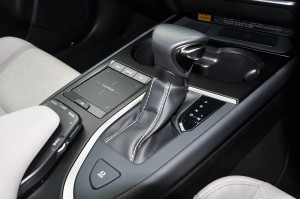Lexus UX 200_Gear Lever_Remote Touchpad