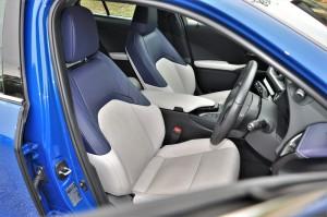 Lexus UX 200 Luxury_Front Seats