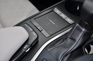 Lexus UX_Remote Touchpad