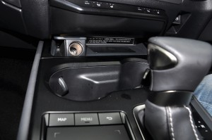 Lexus UX_Cup Holders_12V_Wireless Charging Pad