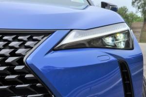 Lexus UX_LED Headlight_Adaptive High Beam System