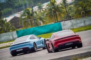 Porsche_Taycan 4S_Rear
